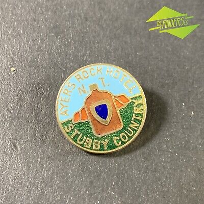 Vintage 'Ayers Rock Hotel N.t' Stubby Country Enamelled Badge Swann & Hudson