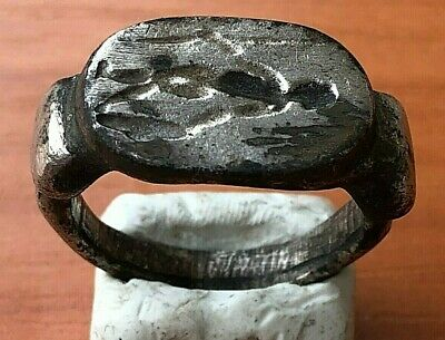 <<WEARABLE>> Ancient Roman Silver Ring with Hunter Decorated Circa 100-200 AD.