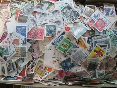 1000 unsorted World Stamps off paper Kiloware From  Old Collections