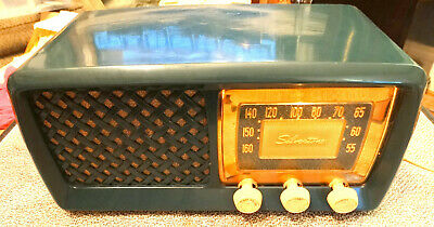 Vintage 1950's Silvertone Model 2014 Green AM Radio in Excellent Condition Nice