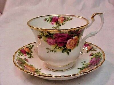 Royal Albert Old Country Roses Footed Tea Cup & Saucer Vintage Excellent