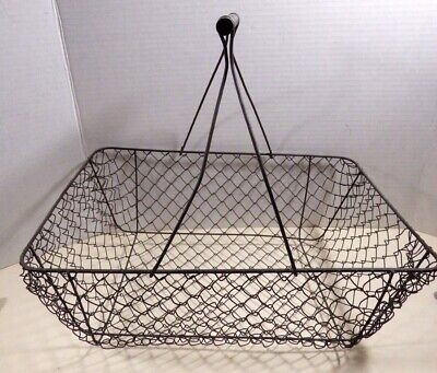 Vintage Wire Farm Style Chicken Egg Produce Basket Wood Handle Decoration