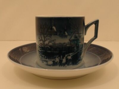 Royal Copenhagen 1911395 Tazza Cup and Saucer 1995 -Christmas at the Manor house