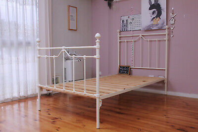 AUSTRALIAN MADE CAST IRON KING SINGLE BED  GREAT QUALITY  ANTIQUE WHITE (creamy)