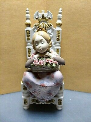 LLADRO VALENCIAN GIRL IN CHAIR, #1398 REVERIE (Amparito con Cesta)