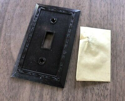 Antique vtg Art Deco Leviton unused NOS bakelite toggle switch cover plate 20 av