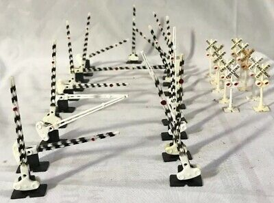 Large Lot of HO Scale Railroad Crossing Signals & Gates (30 Pieces)