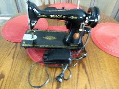 VINTAGE Singer 66 Sewing Machine