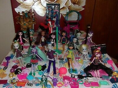 Huge Lot!  Monster High Doll Lot Of 15 Dolls, Furniture, And Many Accessories