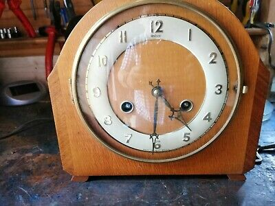Vintage Cased 8 Day Pendulum Mantle Clock.
