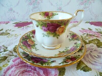 Lovely Royal Albert English China Trio Tea Cup Saucer Plate Old Country Roses.