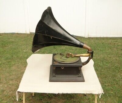 early Victor model 6 phonograph with metal horn- mahogany victrola record player