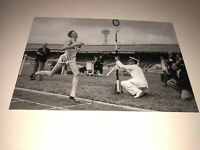 12X8 Photo Hand Signed By Sir Roger Bannister First 4 Minute Mile Athlete Runner