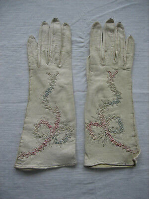 Vintage BEAUTYSKIN Cream Leather Gloves with Embroidery - Size 6 - USA