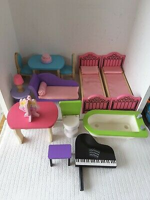 Kidkraft WOODEN DOLLHOUSE FURNITURE LOT - Beds, tables, chairs,  lounge bed,lamp
