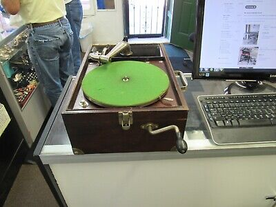 VINTAGE Victor VICTROLA Talking Machine Suitcase Model VV-50 Record Player.as is