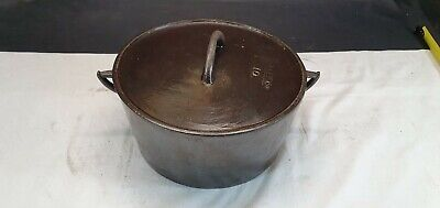 Dale & Co 1 & 1/4 Gallon Cast Iron Cooking Pot and Lid