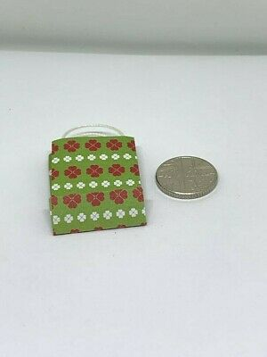Handmade 1:12th Scale Dolls House Miniature Accessory Gift Bag flower pattern