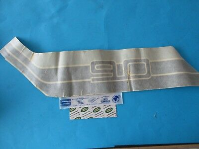 Land Rover Discovery 1 Avant Grille Badge MXC5323 New genuine part