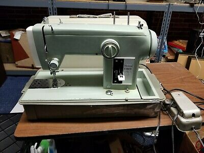 Green Sears Kenmore Sewing Machine Model 158 - Needs a belt - Please read