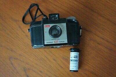 """kodak """"brownie""""127 plastic camera,1950's. Excellent condition with one roll of 1"""