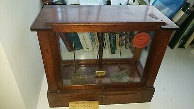 ANTIQUE  GOLD BALANCE SCALE in WOODEN CASE