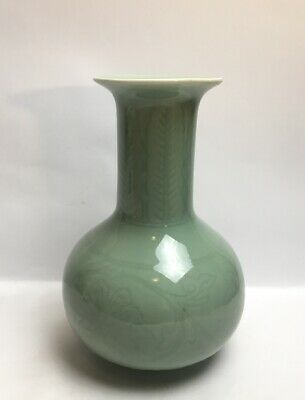 Chinese Green Celadon Base Decorated With Flowers