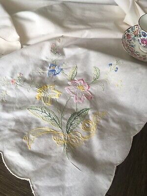 Vintage Pastel Floral Embroidered Cotton Tablecloth 116x64 With Napkins