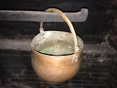 Copper, solid, hand hammered, small caldron. PayPal only accepted.