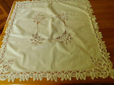 Vintage small square tablecloth cotton with lace decoration, 4 serviettes