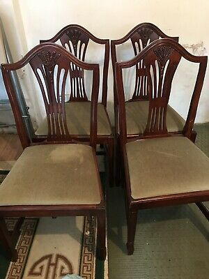 Victorian mahogany extending dining table with 6 chairs.