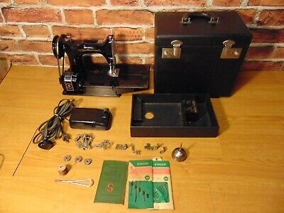 1946 Singer Featherweight 221-1 Sewing Machine w/Case + Accessories  AG880959