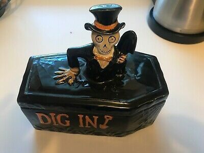 Yankee Candle Boney Bunch Dig In Coffin Covered Candy Dish 2014