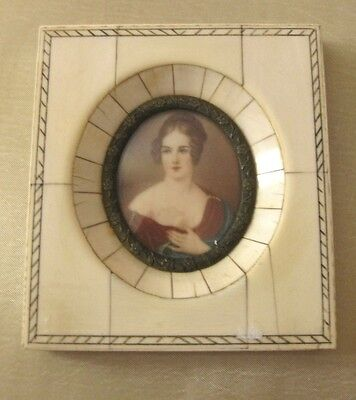 Very beautiful high quality hand painted miniature. Excellent frame.