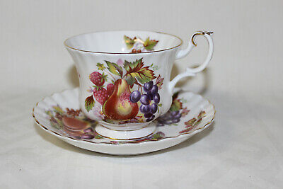 Royal Albert Bone China FRUITS Pattern 4486 Teacup & Saucer Pear Berry Peach