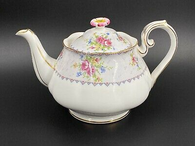 Royal Albert Petit Point 4 Cups Teapot Bone China England