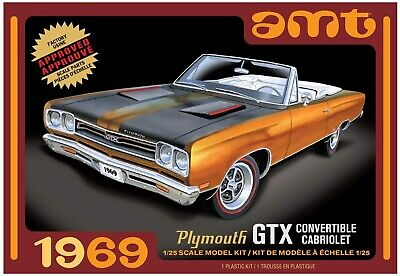 AMT 1137M 1969 Plymouth GTX Convertible Cabriolet 1:25 Scale Model Kit. New