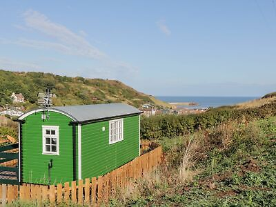 LUXURY SHEPHERDS HUT WITH HOT TUB TO RENT HOLIDAY FOR 2 PEOPLE 7 NIGHTs