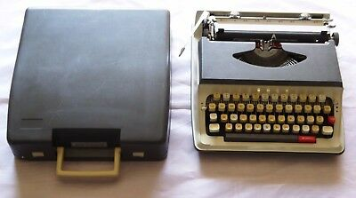 Vintage Portable All Model 550 Type Writer with Case  LAYBY AVAIL