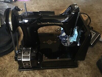 1947 Vintage SINGER 221-1 Featherweight Sewing Machine w/ Pedal, Extras & Case