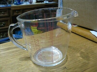 32 oz. 4 cup Pyrex glass measuring cup USA metric on other side