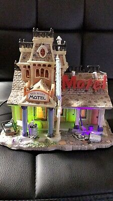 Lemax Spooky Town 75491 Red River Motel Lighted Building Skeleton