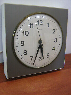 Retro Metamec Wall Clock, 1970s electric clock, working, Industrial, Northants