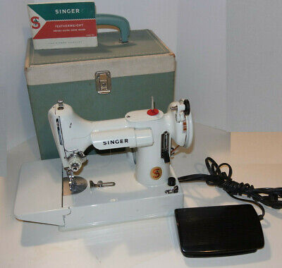 VINTAGE 1960s SINGER 221K WHITE FEATHERWEIGHT PORTABLE SEWING MACHINE! CASE! 221
