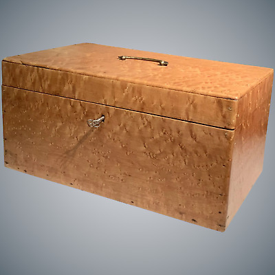 Outstanding 19th century Large Solid Birdseye Maple Box
