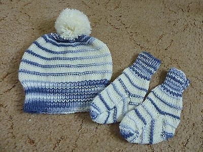 Brand new stunning baby boy bobble hat and socks set (3- 9 months approx)