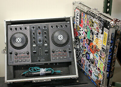 Traktor Kontrol S2 DJ Controller Native Instruments w/Road Case