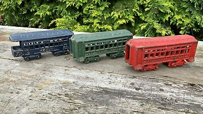 Fantastic Vintage Cast Iron 3 Toy Train Carriages Very Sturdy *