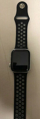 Apple Watch Series 4 40 mm Silver Aluminum Case with Sport Band (GPS)