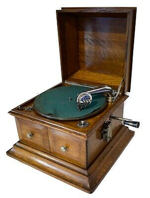 Perophone grand table gramophone in OAK case + album + 10 records